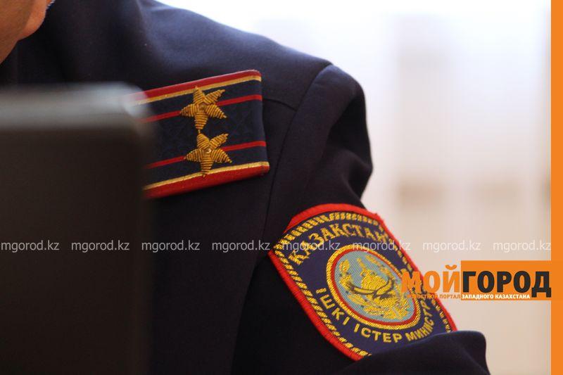 Новости Актобе - Подробности самоубийства полицейского на КПП акимата Актобе рассказали в ДВД