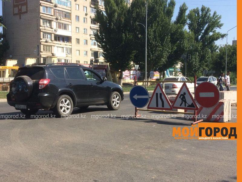 В центре Уральска раскопали недавно отремонтированную дорогу WhatsApp Image 2017-07-29 at 15.26.38 [800x600]