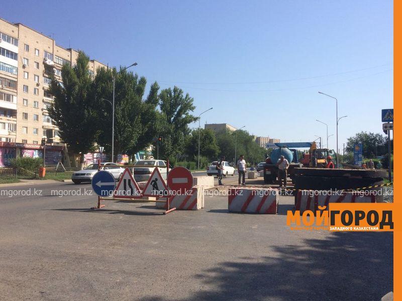 В центре Уральска раскопали недавно отремонтированную дорогу WhatsApp Image 2017-07-29 at 15.26.39 (1) [800x600]