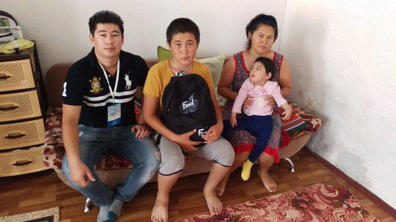 Новости Атырау - Волонтеры Атырау просят помочь собрать детей в школу 20901756_469224196783503_4812869251986824274_o