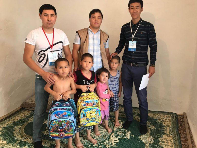 Новости Атырау - Волонтеры Атырау просят помочь собрать детей в школу 20988484_469224483450141_8343122240961360420_o