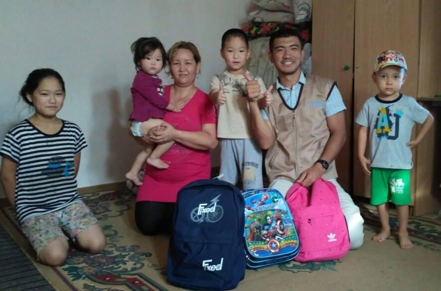 Новости Атырау - Волонтеры Атырау просят помочь собрать детей в школу 21032438_469224476783475_6564480349604476280_n