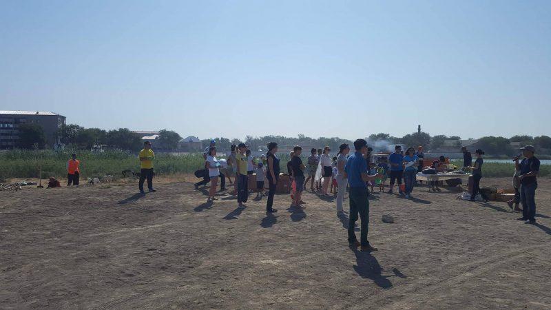 Новости Атырау - Около 2 тонн мусора собрали волонтеры на набережной реки Урал в Атырау