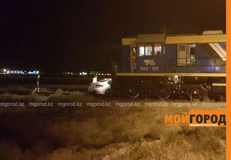 Новости Актау - В Актау тепловоз снес легковую машину на железнодорожном переезде 375f1864-5b39-445e-ab38-b1aefb1eccdd [800x600]