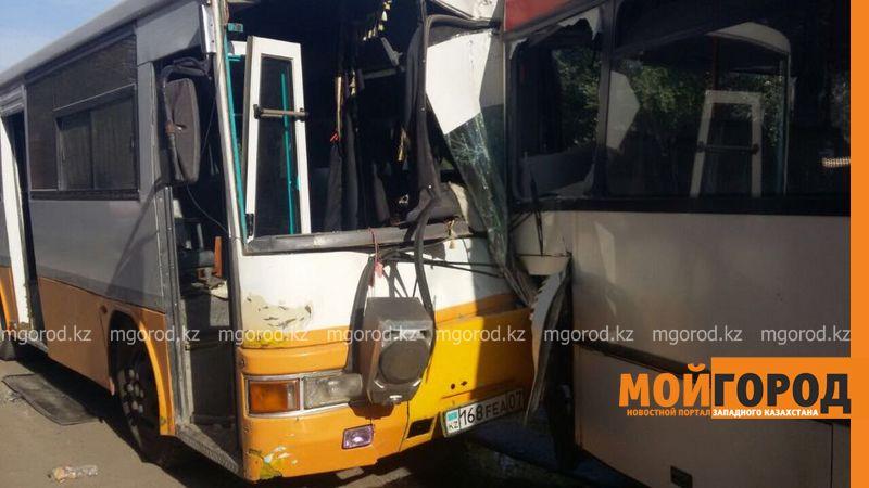 ДТП пассажирских автобусов в Уральске: в панике люди выпрыгивали из окон автобуса autobus (2)