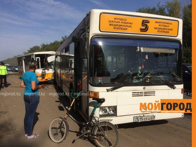 ДТП пассажирских автобусов в Уральске: в панике люди выпрыгивали из окон автобуса autobus (4)