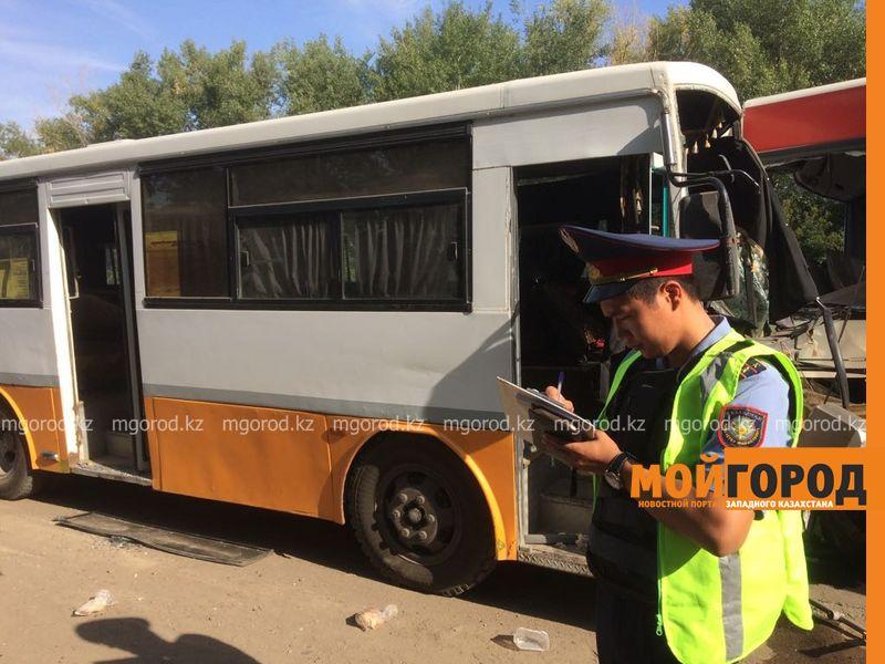 ДТП пассажирских автобусов в Уральске: в панике люди выпрыгивали из окон автобуса autobus (6)