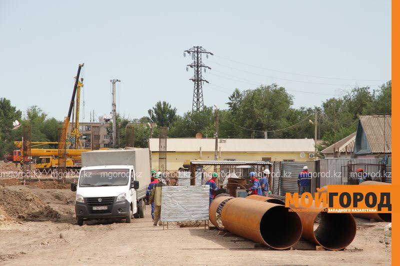 Новости Уральск - Возводящие мост в Уральске рабочие заявили, что при строительстве используются старые материалы