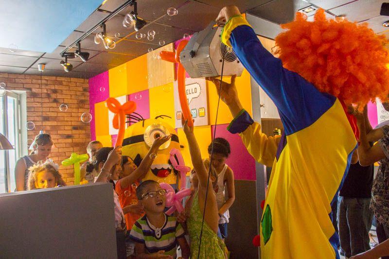 Новости Уральск - Компания «Такси CITY» совместно с пиццерией «Додо пицца» организовали праздник для особенных детей
