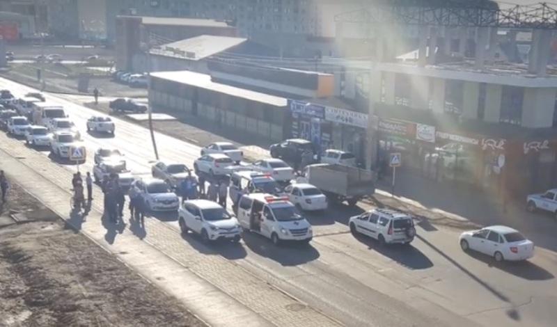Новости Атырау - В Атырау на пешеходном переходе сбили подростка (Видео)