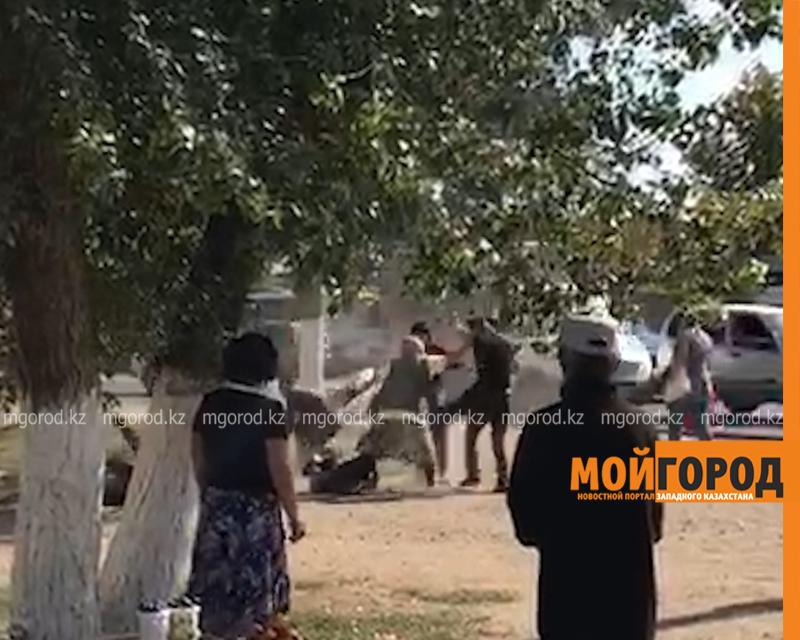 Новости Уральск - Полицейские ищут бабушку, разнимавшую дерущихся парней в Уральске (видео)