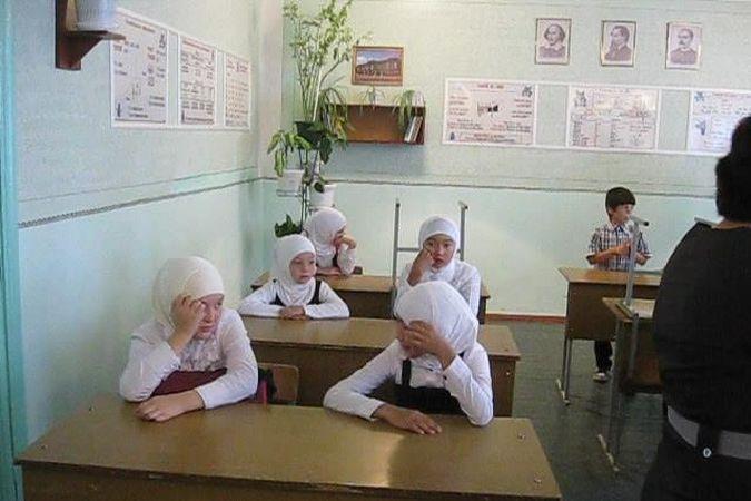 Новости Атырау - В Атырау свыше 200 детей пошли в школу в хиджабах