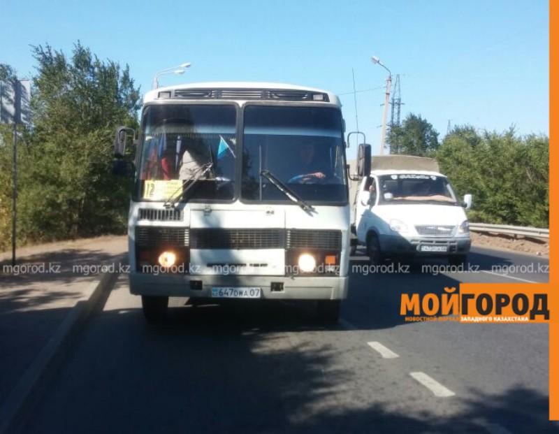 В Уральске кондуктор не выпускала школьника из автобуса из-за 10 тенге