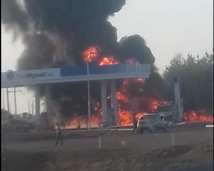 Новости Уральск - «ГАЗель» сгорела на автозаправочной станции в ЗКО (видео)