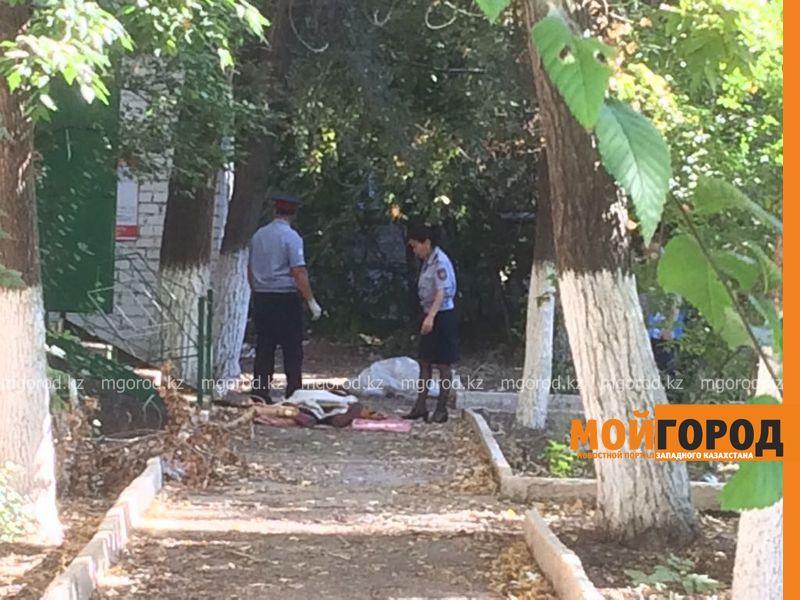Новости Уральск - В Уральске во дворе пустующего здания найдено тело мужчины