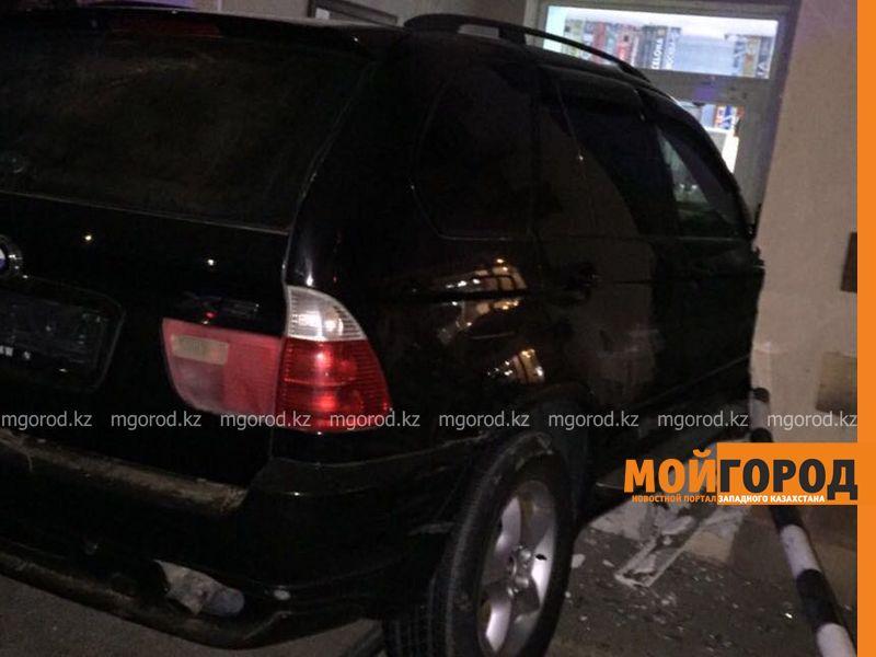 Новости Уральск - В Уральске автоледи на иномарке въехала в кафе