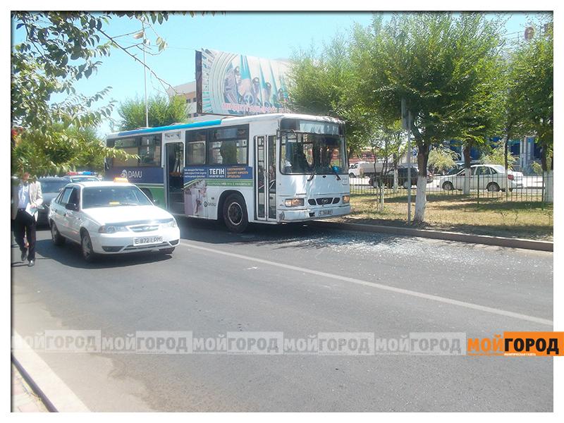 Новости Атырау - В Атырау таксисты возят пассажиров вместо автобусов