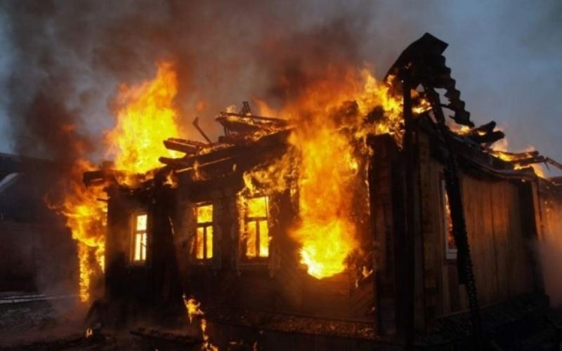 Новости Атырау - В Атырау во время пожара в заброшенном доме сгорел мужчина