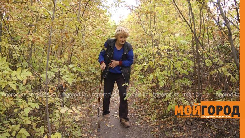 Новости Уральск - В Уральске бездомная женщина уже полгода живет в чаще леса (фото, видео)