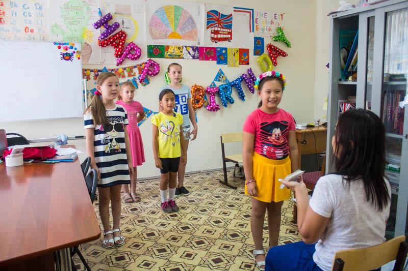 Новости Уральск - Языковой центр English World: учимся, играем и поем