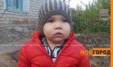 2-летнему мальчику из Уральска, страдающему раком глаз, требуется операция в Швейцарии