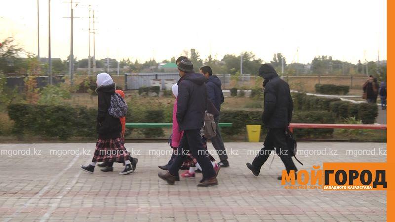 Новости Атырау - В Атырау школьницы массово снимают платки
