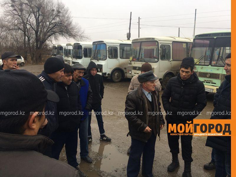 Водители автобусов бастуют против увеличения транспорта на маршруте в Уральске