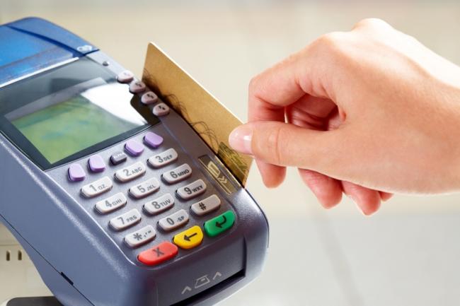 Жители Атырау все чаще используют безналичный расчет