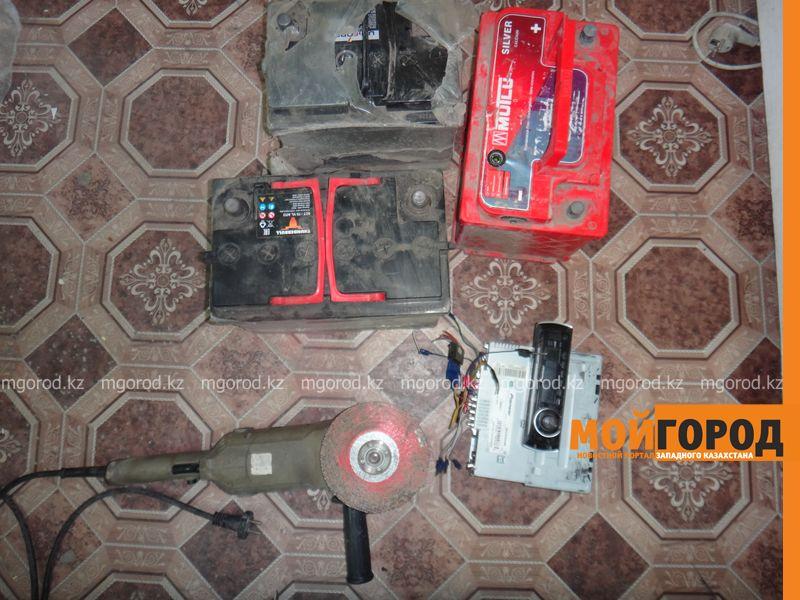 Девять аккумуляторов украли за одну ночь в Уральске