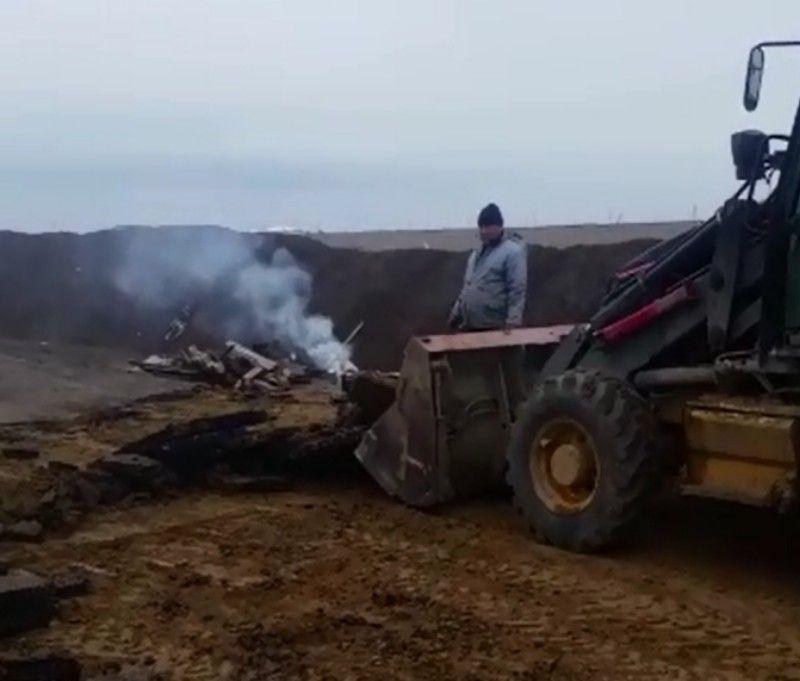 Новости Атырау - В Атырау подрядчика заставили демонтировать неправильно уложенный асфальт (видео)