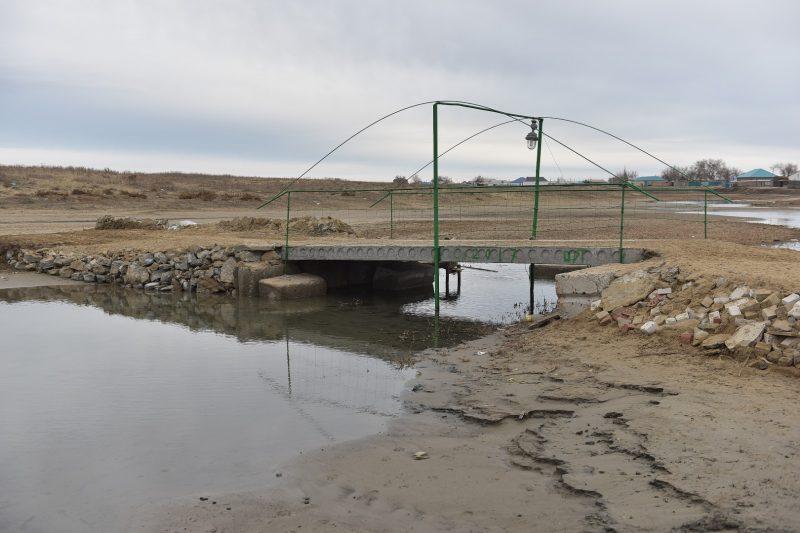 Новости Атырау - В Атырауской области сельчане за свой счет построили мост через речку