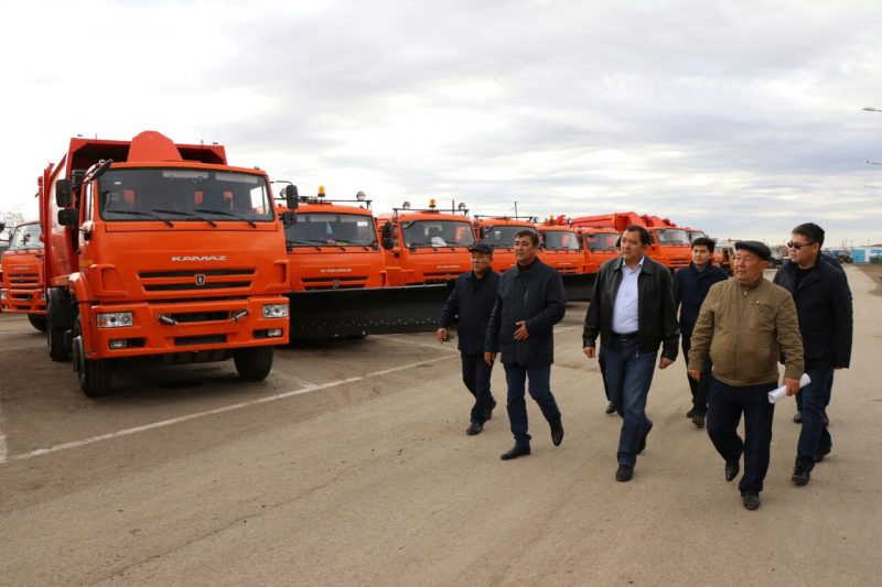 Новости Атырау - Аким Атырауской области проверил готовность техники к зиме