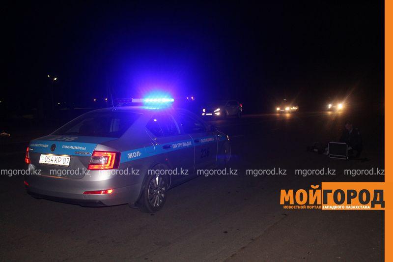 В пригороде Атырау под колесами авто погиб молодой парень