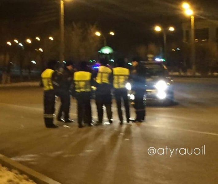 Новости Атырау - Попытку суицида на мосту в Атырау полицейские не подтвердили