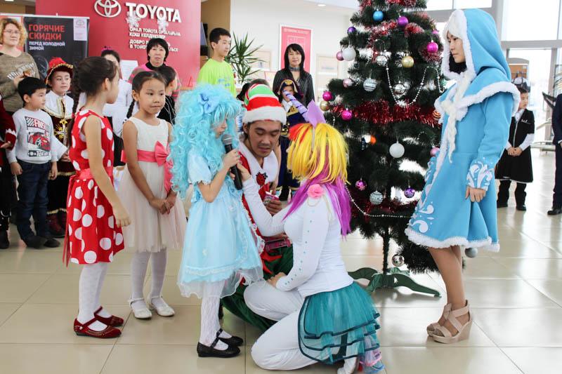 Новости Уральск - Благотворительная елка прошла в автосалоне компании «Toyota Центр Уральск»