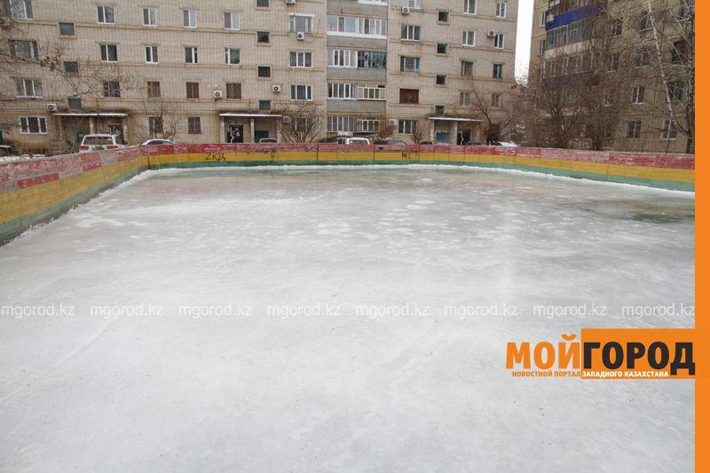 Новости Уральск - Уральцы пожаловались на неровно залитый ледовый каток