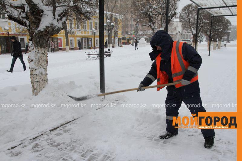 Более 21 тысячи кубометров снега вывезли из Уральска