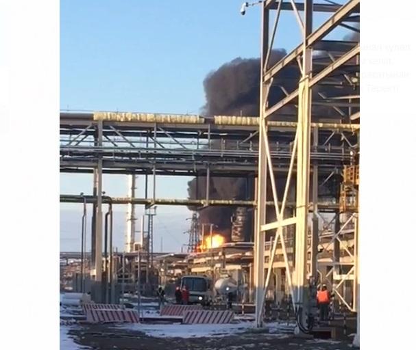 Новости - Видео пожара на Атырауском НПЗ попало в сеть