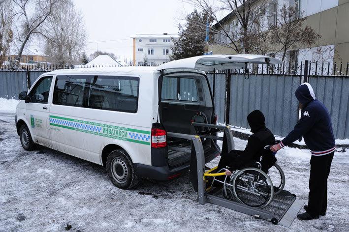 Новости Атырау - В Атырау перестало работать инватакси