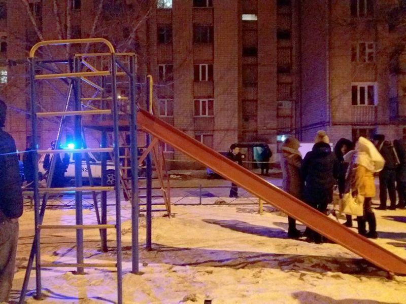 Жителей многоэтажки в Уральске эвакуировали из-за сообщения о заложенной бомбе