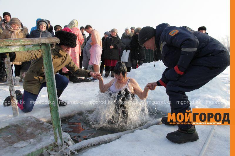 Где жители Атырау могут искупаться на Крещение