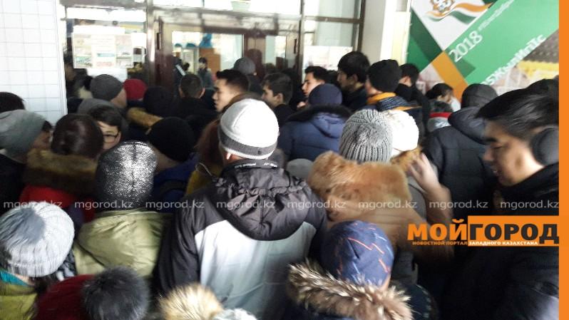 Новости Атырау - Жители Атырау устроили давку в Ледовом дворце (видео)