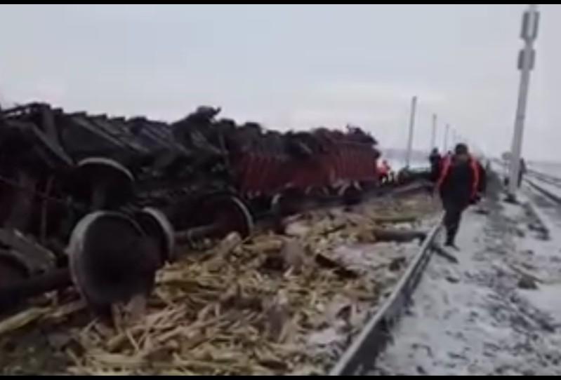 Новости Атырау - 5 вагонов для перевозки зерна сошли с рельсов в Атырауской области (видео)