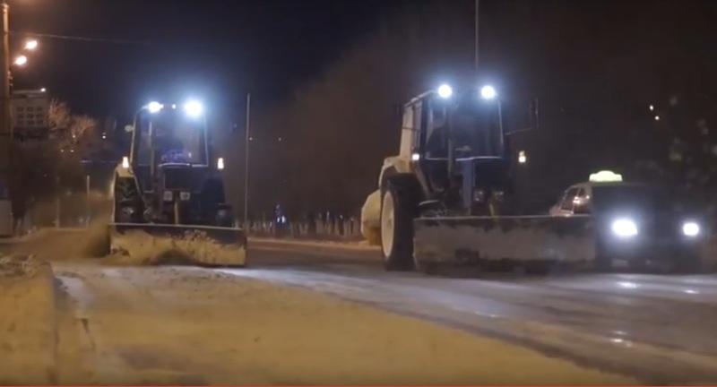 Новости Атырау - 28 единиц спецтехники было задействовано в очистке снега в Атырау