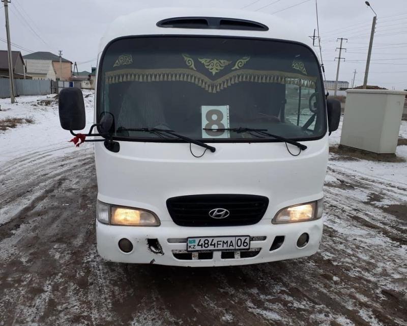 В Атырау автобус №8 подвозил пассажиров бесплатно
