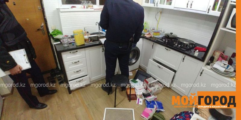 В Актау квартирный вор съел печенье и украл слуховой аппарат у ребенка-инвалида