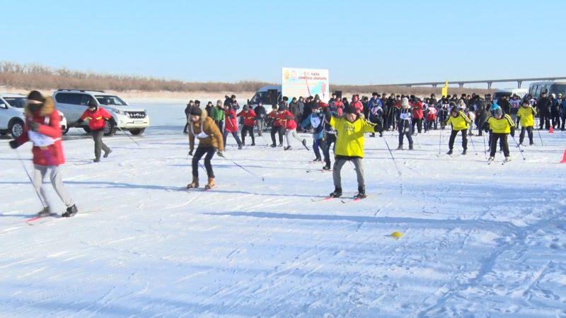 Новости - Атырауские школьники встали на лыжи в поддержку олимпийцев