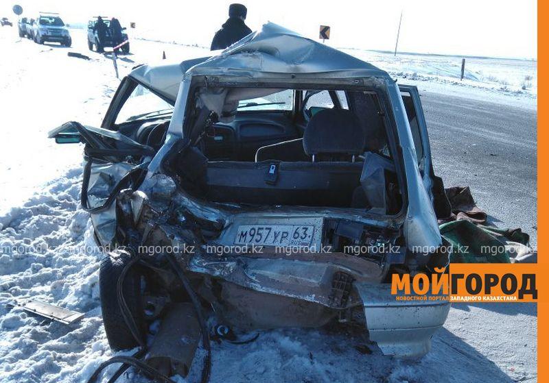 Новости Уральск - Пассажирский автобус и легковой автомобиль столкнулись на трассе в ЗКО: госпитализированы три человека
