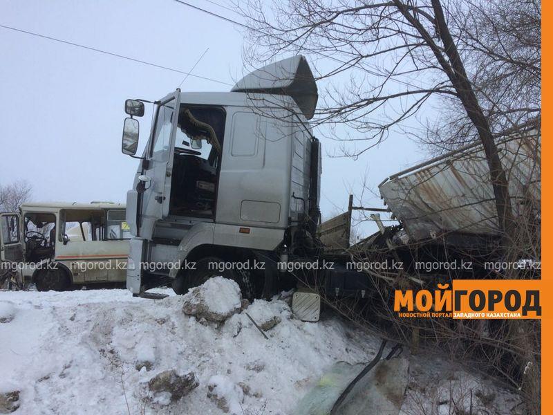 Новости Уральск - В Уральске столкнулись пассажирский автобус и фура: 1 человек погиб и несколько ранены (видео)