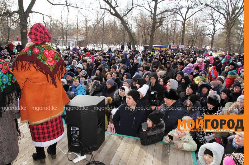 Новости Уральск - Тысячи уральцев пришли в парк проводить зиму
